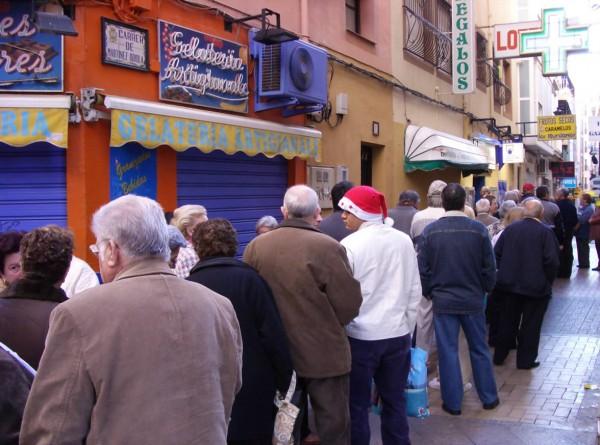 Benidorm - Administracion Loterias n 1 -Loteria Navidad colas